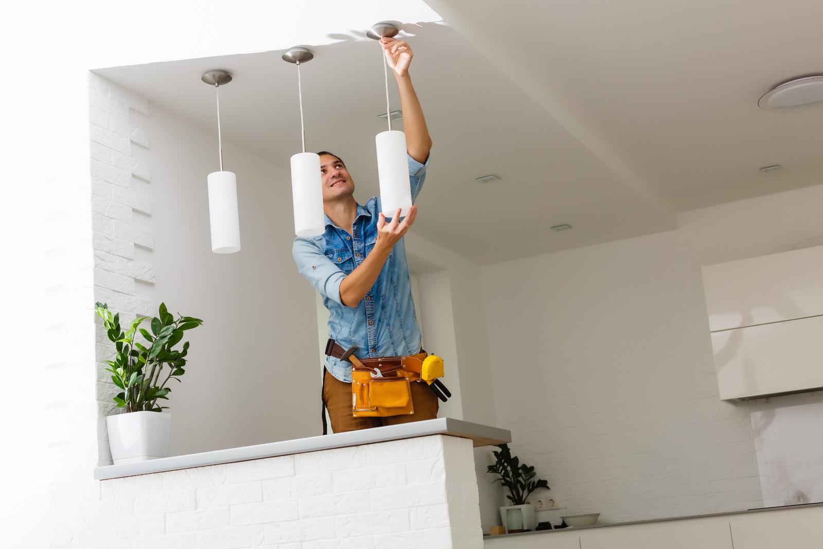 Våra elektriker i Trollhättan utför alla typer av elinstallationer i hus.