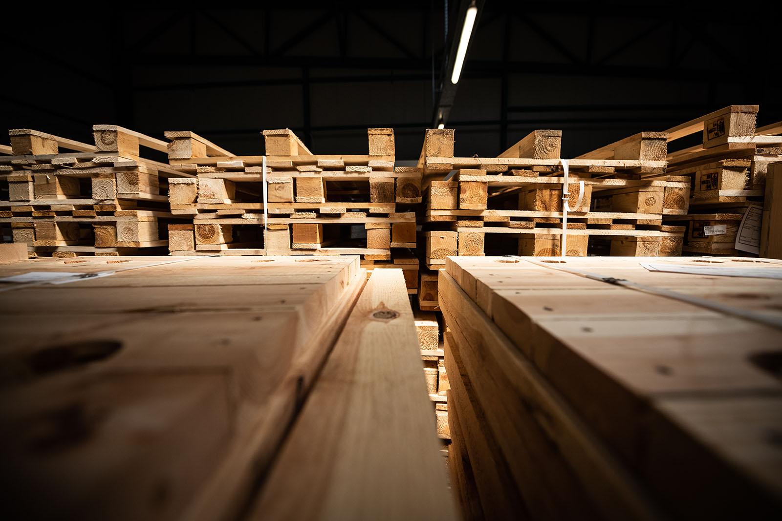 Har du överblivna pallar du inte använder? Sälj din lastpall till oss! Eftersom vi både köper, säljer och reparerar all typ av lastpall kan vi även tillhandahålla ett stort lager med pallar för alla ändamål.
