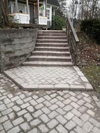 """""""Efterbild av stenläggning av gång och trappor vid privathus Huddinge"""""""