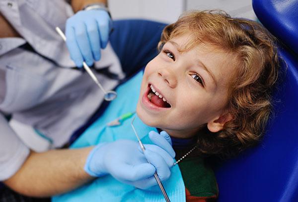glad patient hos tandläkaren