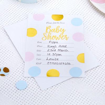 Pastellfärgade inbjudningskort till babyshower