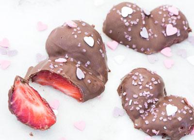 Hjärtan av jordgubbar och choklad