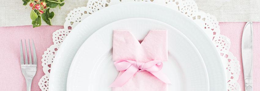 Vik en klänning av en servett