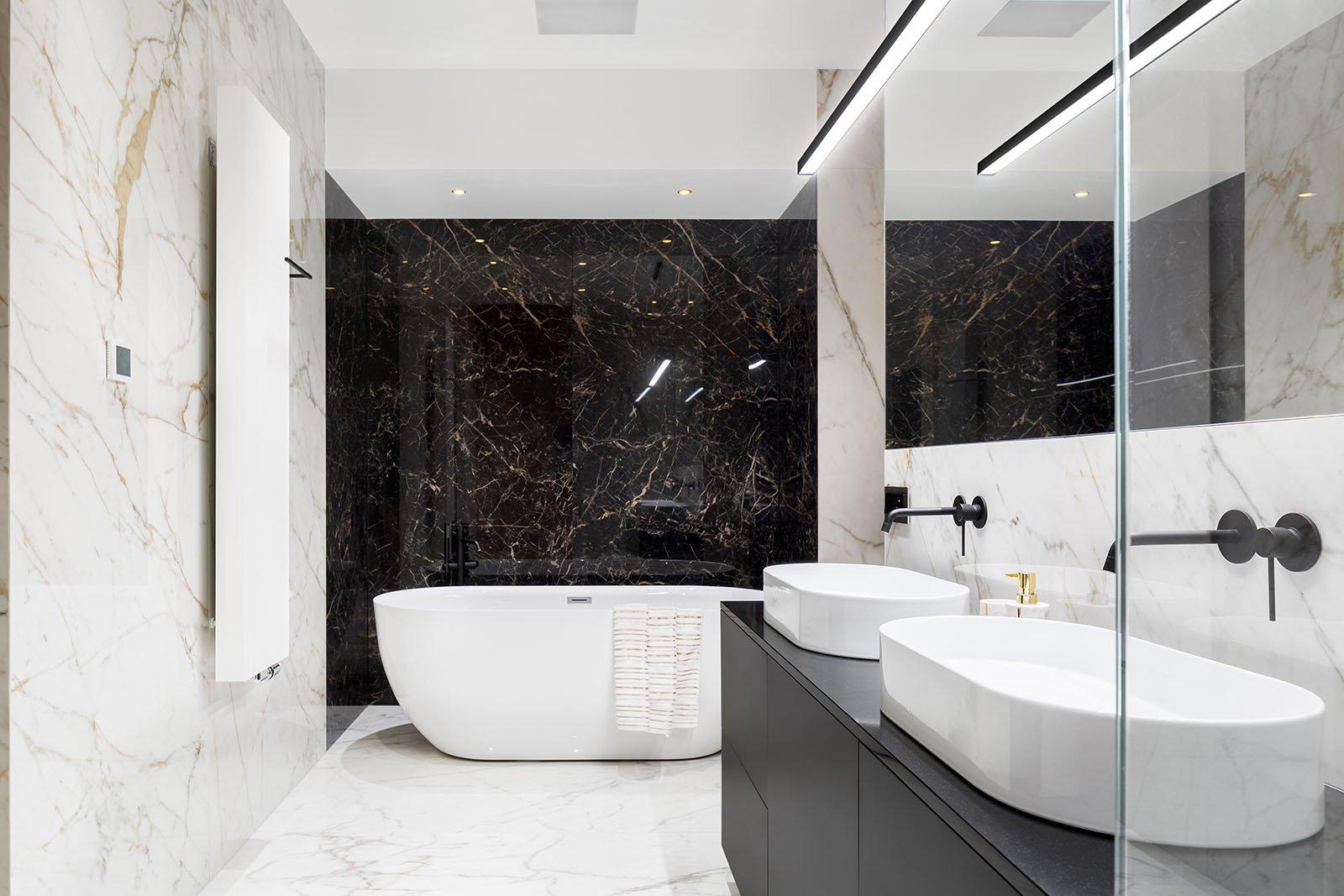 Vid badrumsrenovering i Linköping tillhandahåller vi inte bara kakel och klinkers utan även marmor, som här!