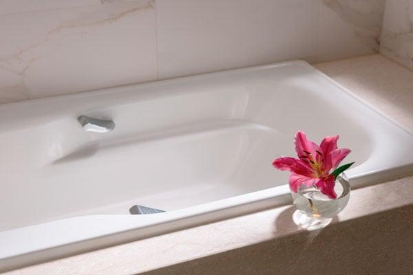 badkar med blomma