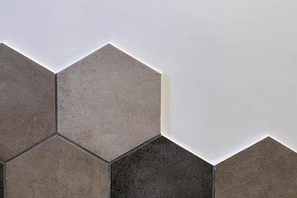 modernt hexagonkakel till en badrumsrenovering i Upplands Väsby