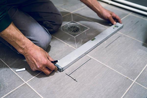 placering av duschvägg vid badrumsrenovering i Upplands Väsby