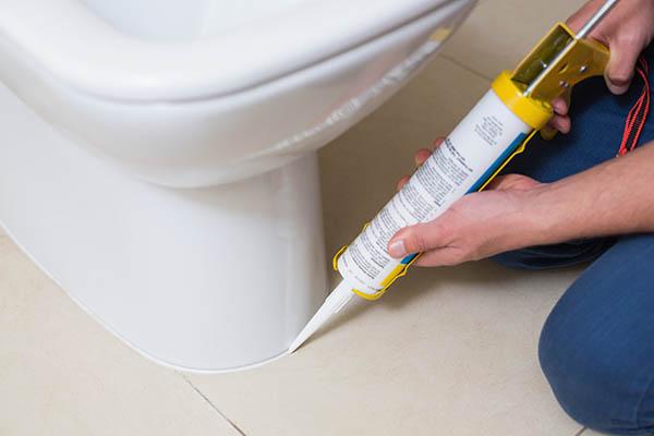 våtrumsfog vid toalettstol badrumsrenovering i Upplands Väsby