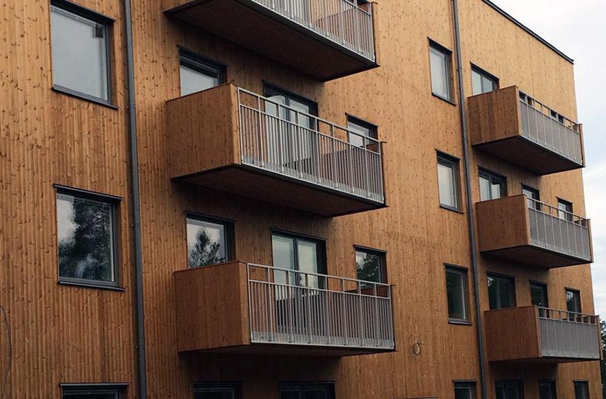Balkonger på en fastighet i kvarteret Taklampan i Stockholm.