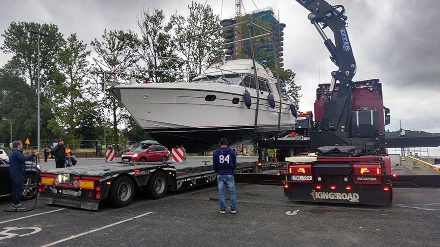 Båtlyft på parkering