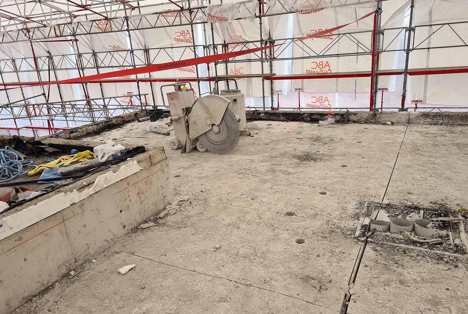 Vi gör allt man kan tänka sig inom betonghåltagning i Stockholm – däribland sågning av golv, som här!