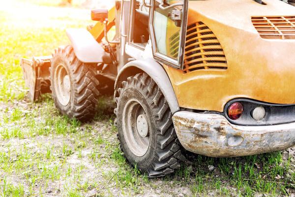 Mini traktor med fin solljus