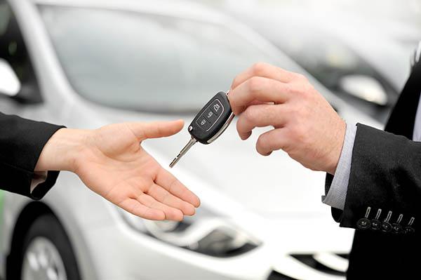 nöjd kund hos bilhandlare västerås