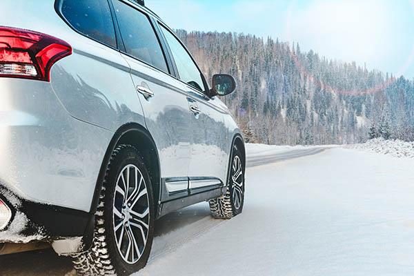 bil i vinterlandskap bilhandlare västerås
