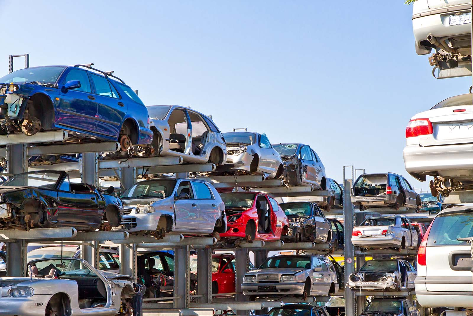Vi är er bilskrot i Enköping. Kontakta vår bilskrot i Enköping för att skrota bilen.