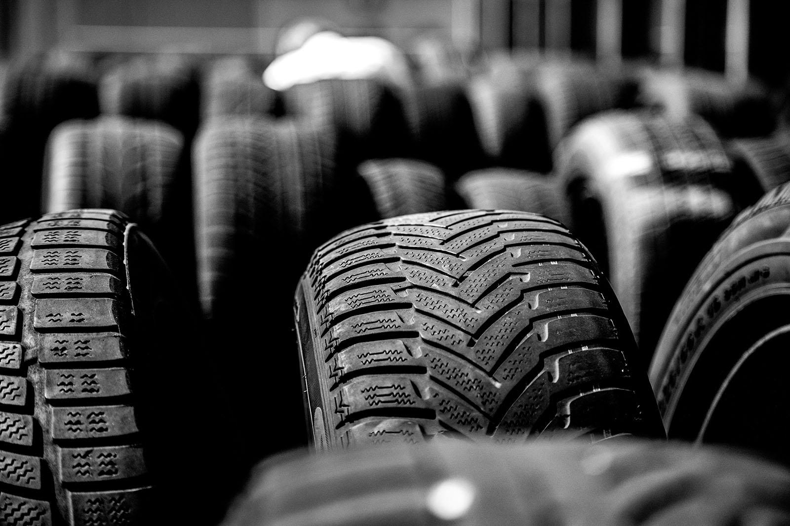 Vi har begagnade däck till försäljning på vår bilskrot i Norrköping. Kontakta oss på vår bilskrot i Norrköping.