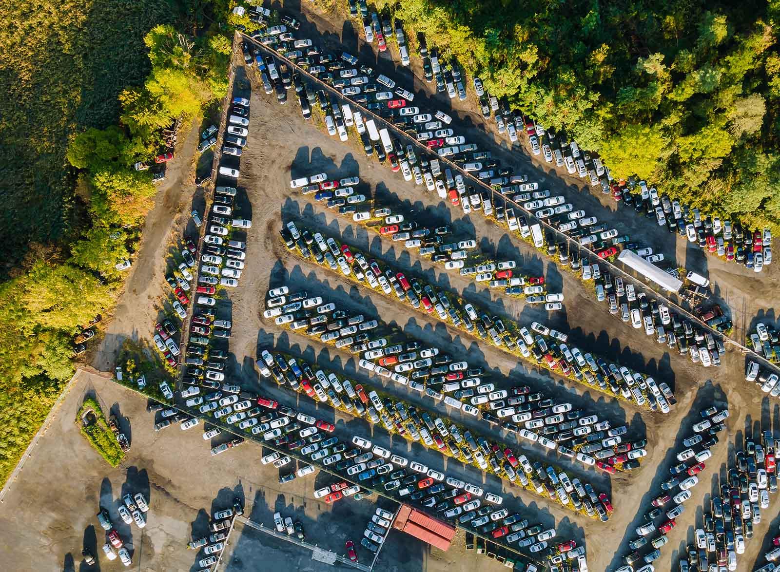 Vår bilskrot i Norrköping hjälper er skrota er bil. Hör av er till oss på vår bilskrot i Norrköping.