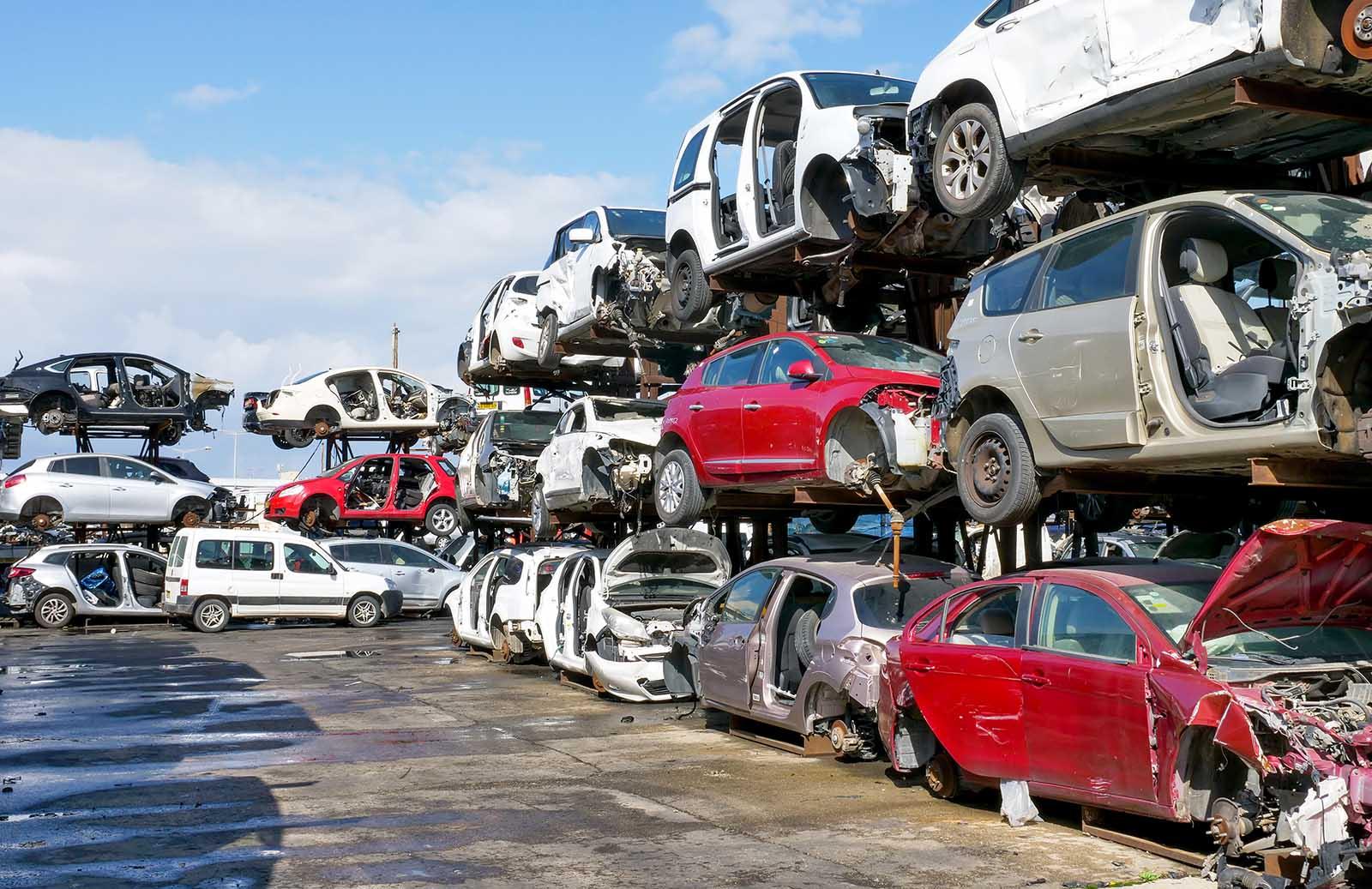 Vi är en auktoriserad bilskrot i Östergötland. Kontakta oss för att boka skrotning hos oss, bilskrot i Östergötland.