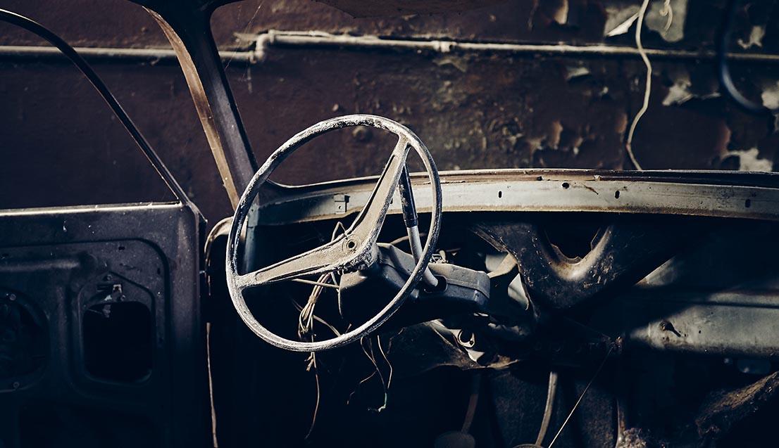 Vi har bildemontering på vår bilskrot i Södermanland