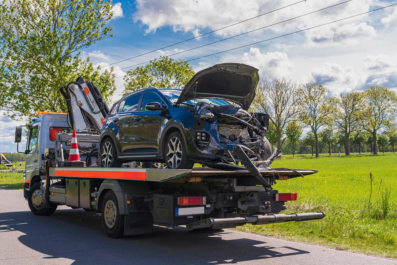 Vi hämtar och avregistrerar er bil på vår bilskrot i Stockholms län.