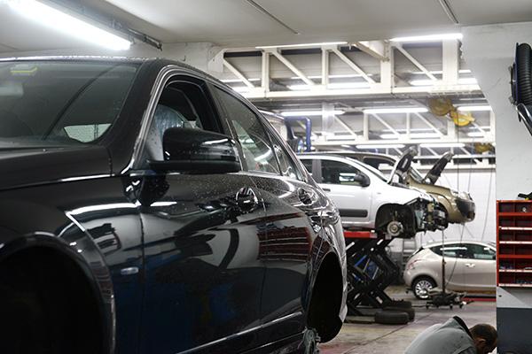 bilverkstad i Huddinge