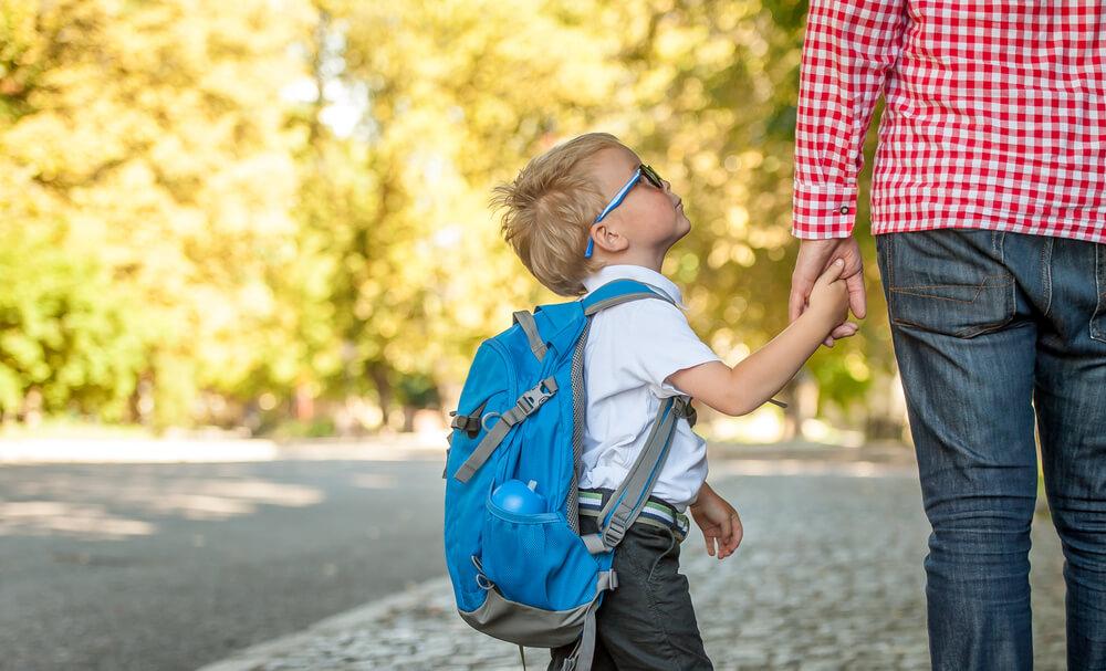 barn ensamt med förälder