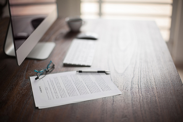 dokument på skrivbord