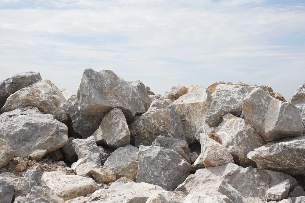sprängda stenar