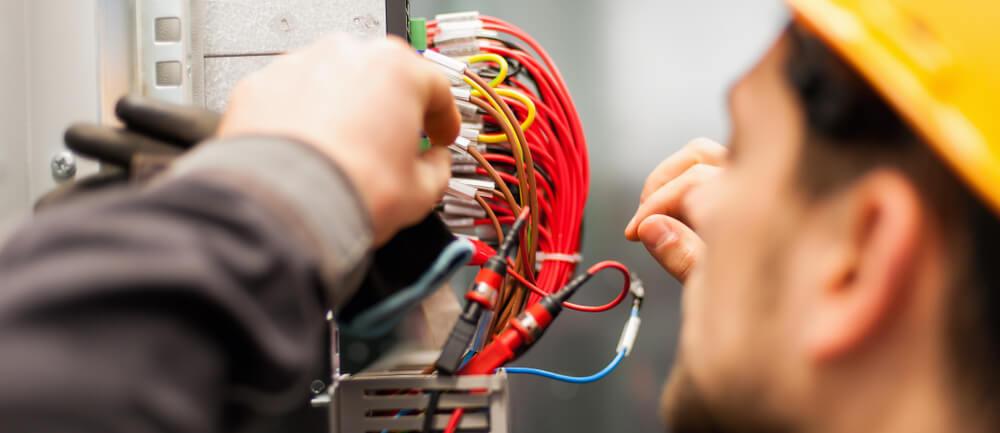 elektriker och sladdar