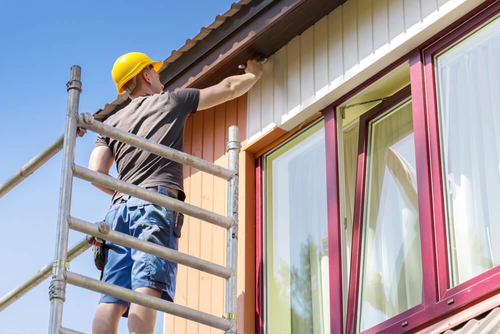 måla villa med byggställning