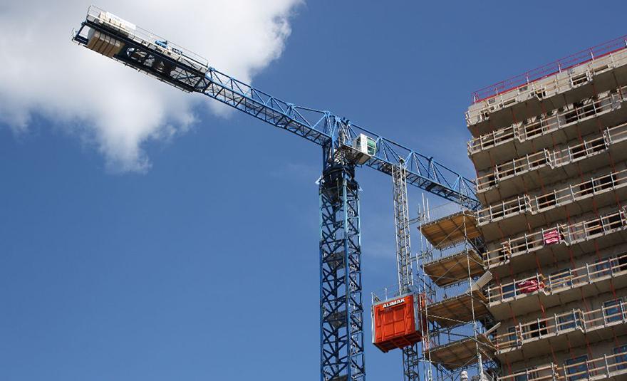 Bygghiss och byggkran i Stockholm