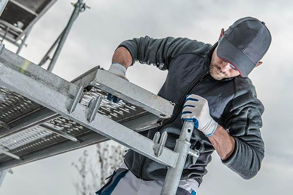 montering av byggnadsställning i Östersund