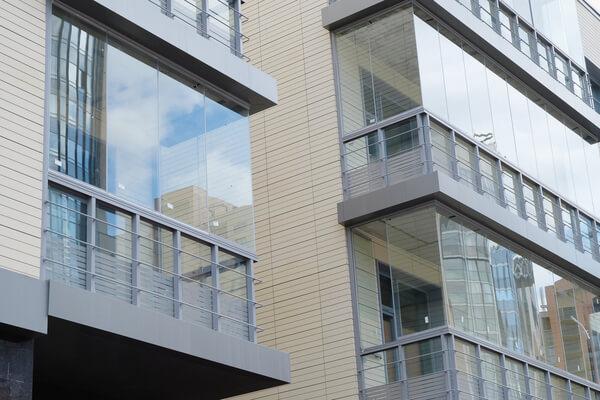 lägenhet med inglasnings balkonger