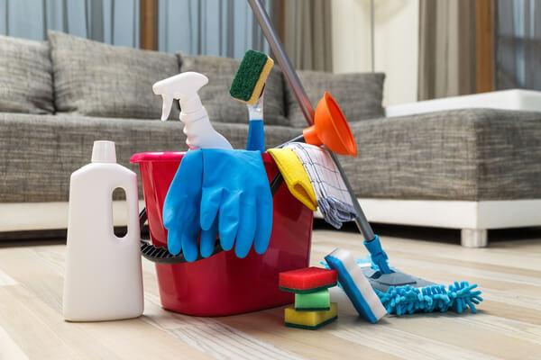Hink med städ verktyg