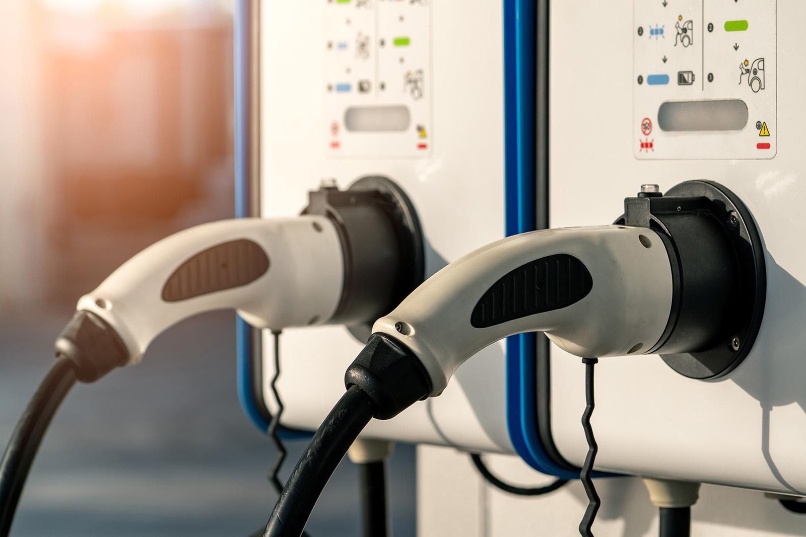 Vi är specialister påelbilsladdare i Stockholm! Behöver du hjälp med installation av laddstation för elbilsladdning i Stockholm? Då kan vi hjälpa dig. Vi installerar både laddboxar och laddstolpar.