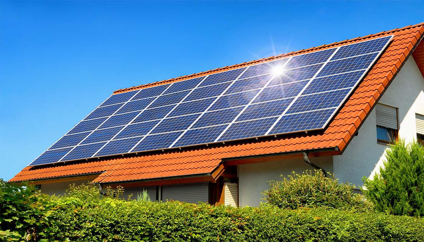 Solceller, installeras på era tak av hos. Det ekonomiska och miljövänligaste alternativet.