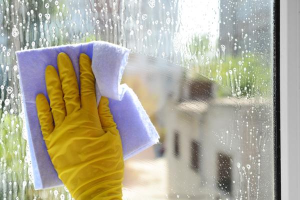 Rengöring med fönsterputsmedel