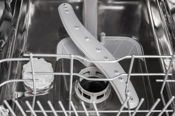 Insidan av rengjord diskmaskin