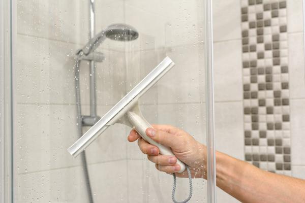 Glöm inte att rengöra din duschkabin regelbundet