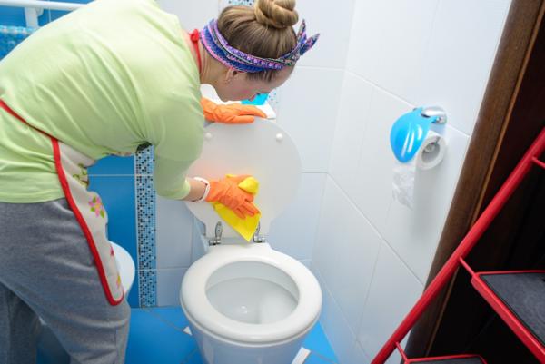 Städa toalett