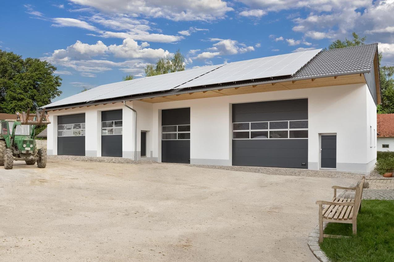 Vi säljer och installerar inte bara garageportar i Skåne utan också industriportar. Kontakta oss för industriportar.