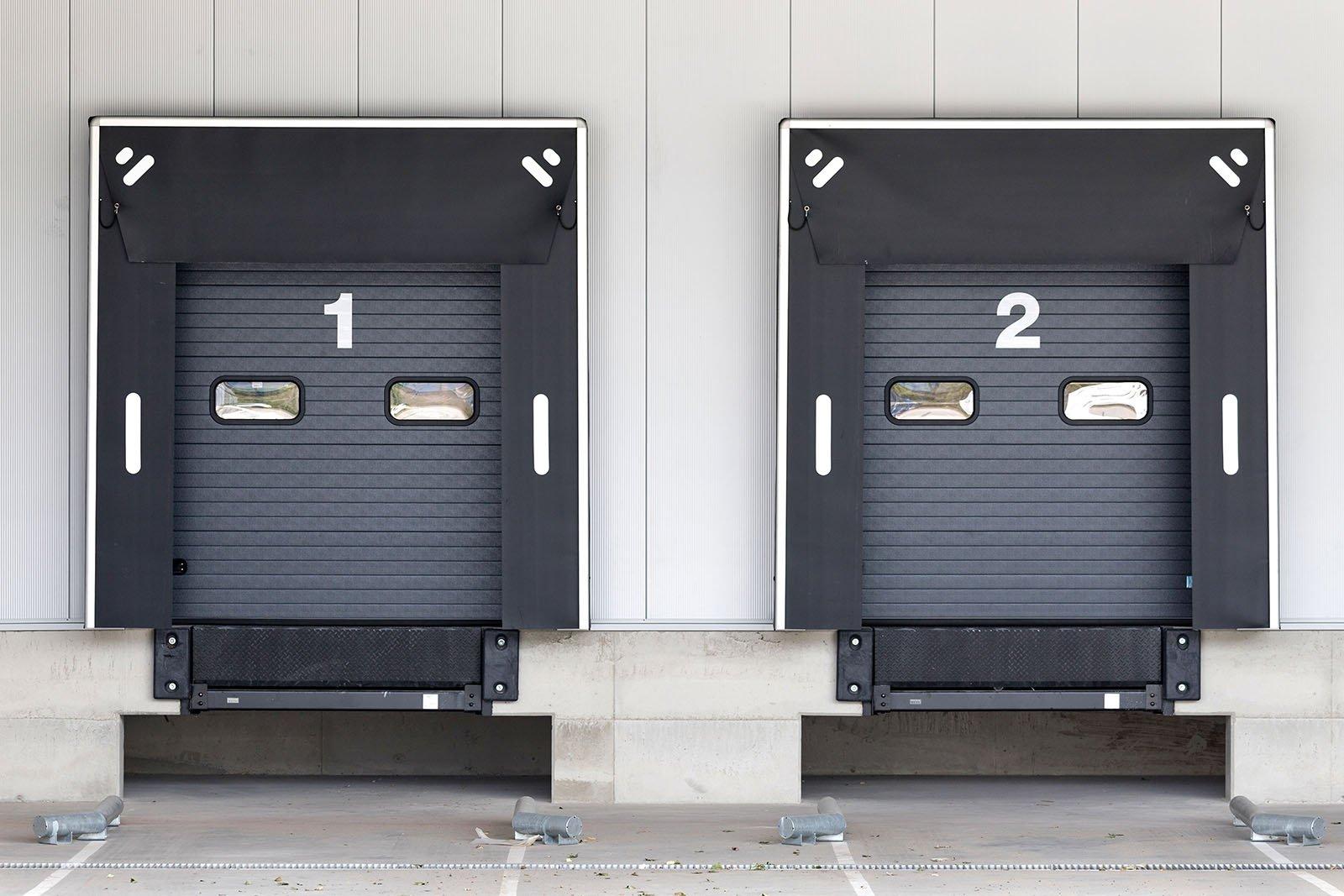 Vi har förutom garageportar i Skåne även lastbryggor i Skåne. Kontakta oss så hjälper vi er med lastbryggor.