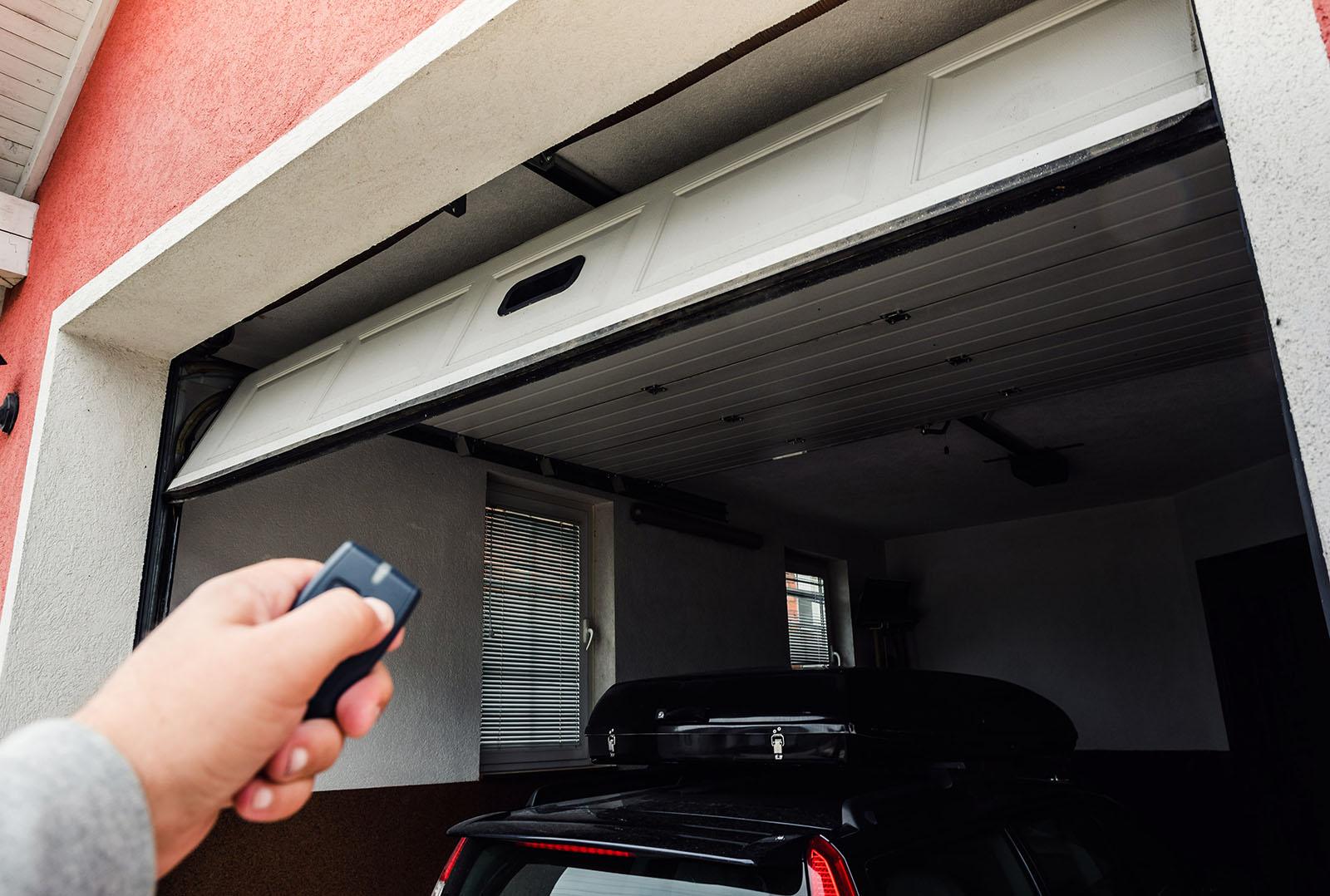 Hos oss hittar ni garageportar i Skåne som uppfyller alla era behov. Kontakta oss för garageportar i Skåne.