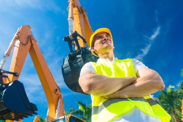 Bygg arbetaren är glad