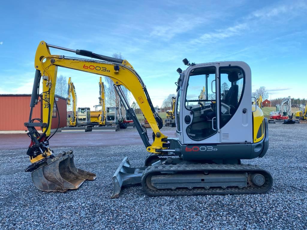 Av oss kan ni köpa och hyra grävmaskin i Karlstad, som den här gula grävmaskinen på bilden.