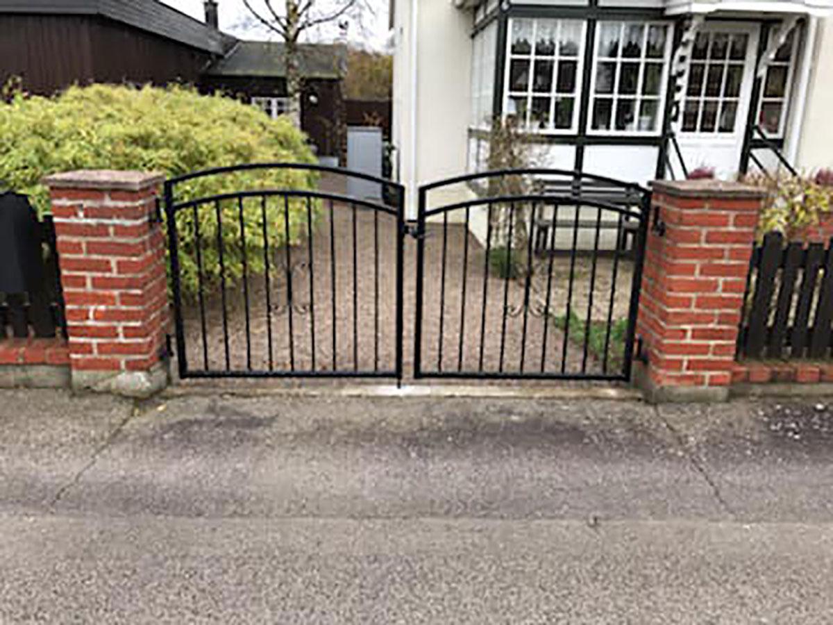 Vi har olika grindar i Skåne som vi tillverkar och monterar åt er.