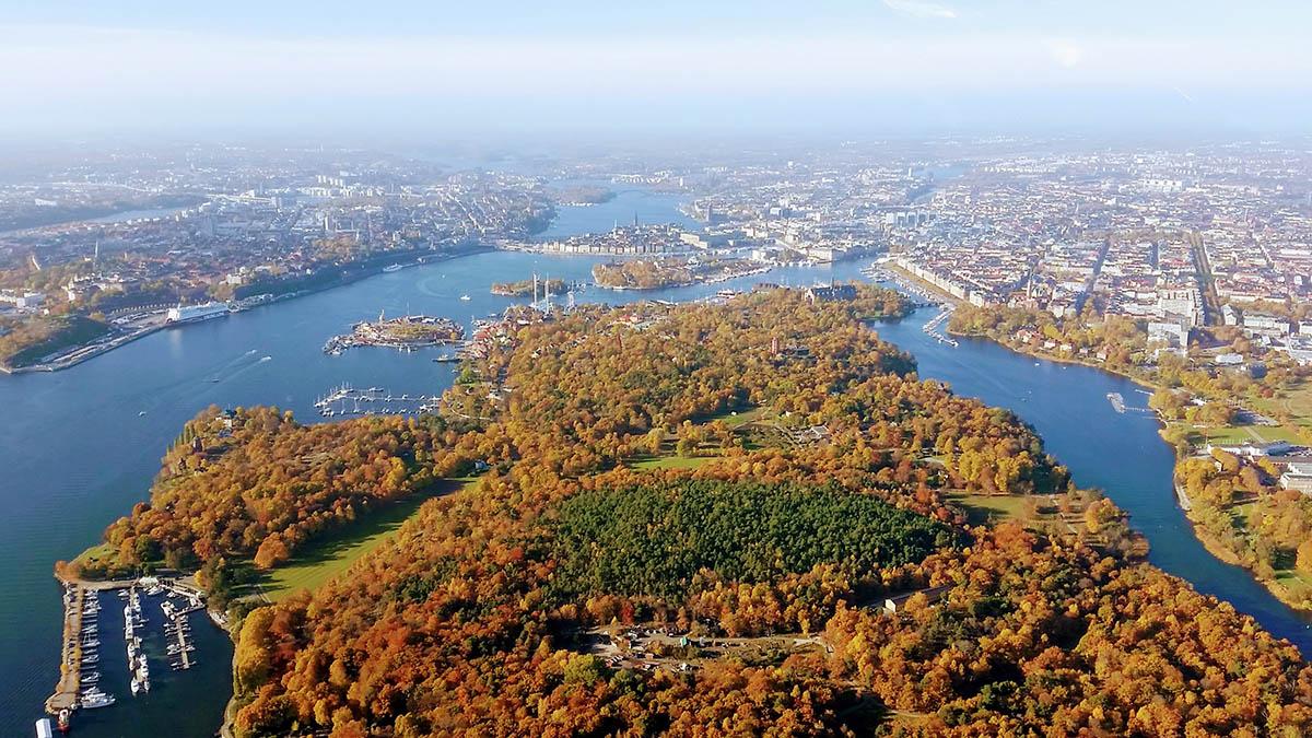 Ni kan också anlita vår helikoptertaxi som här för en rundtur över Stockholm. Den bästa utsikten någonsin.