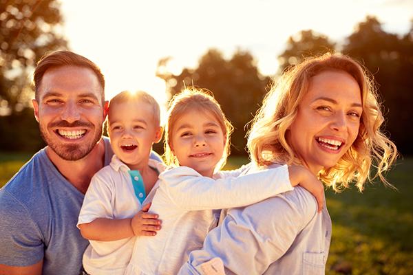 familj med fina tänder