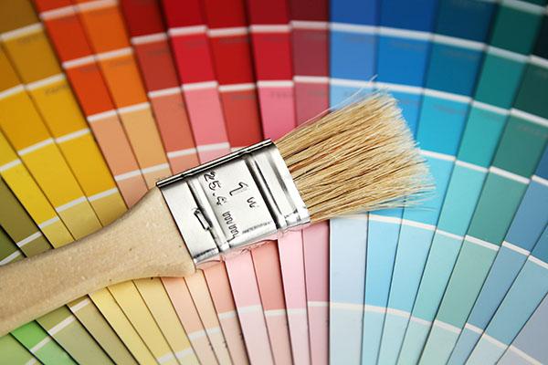 färgprover inför måleri i Bromma