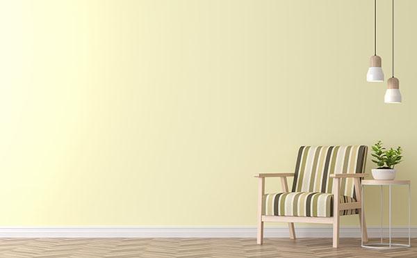 Måla ljusgul nyans i vardagsrummet i Nacka måntro?
